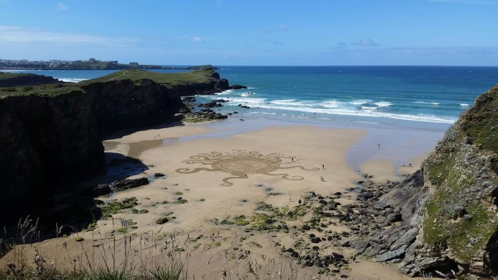 porth beach newquay cornwall sand art ©wild explorer