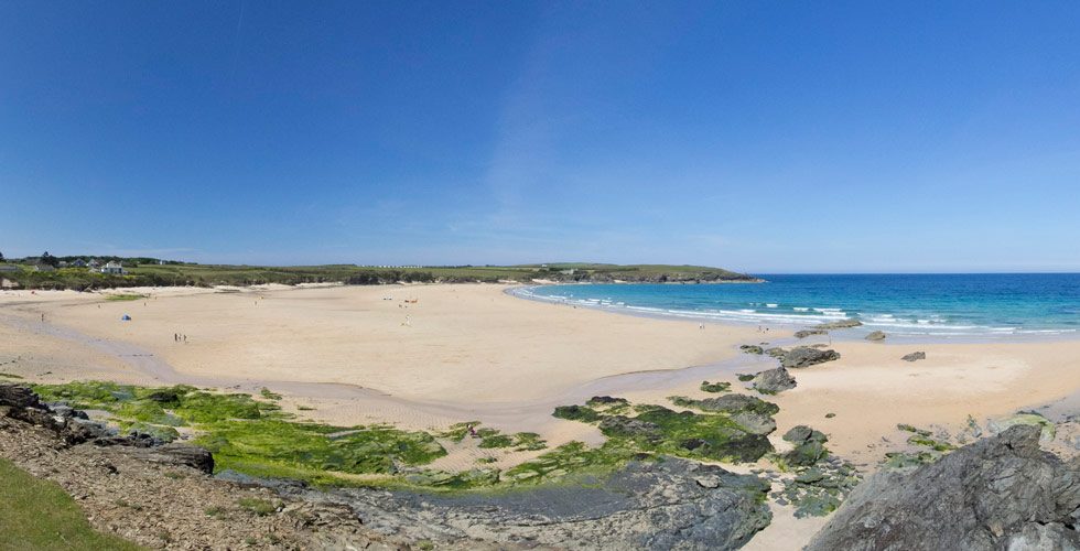 Harlyn bay is a dog friendly beach in cornwall