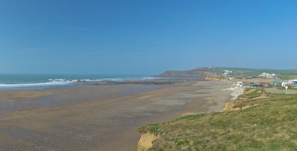 widemouth bay is a dog friendly beach in Cornwall